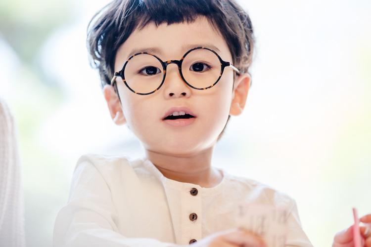 年間400人の弱視メガネ販売実績
